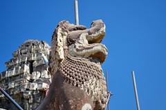 Phnom Bakheng - Singha Guardian (Simon5591) Tags: khmer angkorwat siemreap phnombakheng