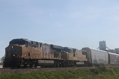 53247 (richiekennedy56) Tags: usa unitedstates kansas unionpacific perry sd70m es44ac up4201 railphotos jeffersoncountyks up7370