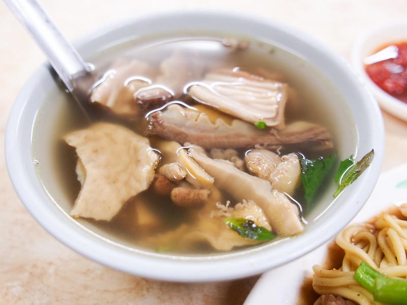 台北 松山–民生社區人氣小吃店–蕭家牛雜湯
