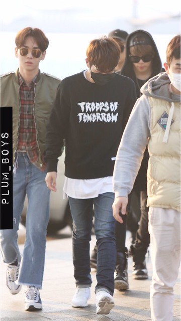 160328 Onew @ Aeropuerto de Incheon {Rumbo a China} 26054810116_db6091d26c_z