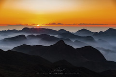 Sunset in the mountains (Valter Patrial) Tags: sunset sky mountains landscapes cu prdosol montanhas paisagens