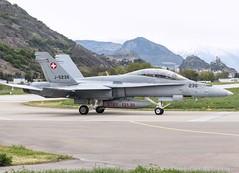 McDonnell Douglas F/A-18 (lucaban87) Tags: canon swiss aircraft aviation military 7d hornet f18 douglas svizzera spotting sion mcdonnell fa18 mcdonnelldouglas militaryaircraft spotter avgeek aviationphotography swissairforce avporn aviationporn