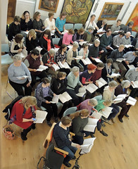 "05 ""Come and Sing"" choir and players from Ealing Symphony Orchestra rehearse Handel's Messiah. 16th April 2016. Conductor John Gibbons. Leader Jo Boswell. Ealing Green Church, London. (Paul Ealing 2011) Tags: green church john bill george alicia bass arnold johnson catherine f watson sing orchestra come april joanna 16 messiah alto symphony ealing milly knut eso conductor handel soprano tenor keel lovell gibbons 2016 pye 1759 1685 snobbig"