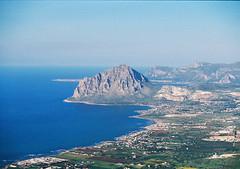 Monte Cofano, Erice (arturo.gallia) Tags: panorama analog 35mm landscape lomo lomography paesaggio erice pasqua analogico montecofano