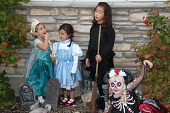 Trick or treating kids 3 (Aggiewelshes) Tags: halloween dorothy october halloweencostume vivian eryn cailin jovie 2015