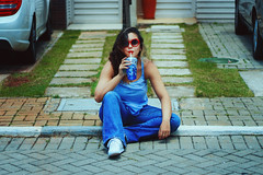 Blue Stuff (TheJennire) Tags: camera blue light red summer portrait people luz cup girl sunglasses fashion self canon hair cores photography photo shoes colours foto drink young style shades colores jeans teen indie fotografia curlyhair camara 90s cabelo pelo cabello reebok tumblr cahelo