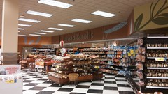 bread & rolls (Retail Retell) Tags: county lake retail store neon ms former horn grocery remodel desoto 90s kroger décor 2012bountiful