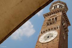 Verona - Torre dei Lamberti (H. Eisenreich) Tags: tower clock torre market hans clocktower verona fujifilm turm dach uhr uhrturm marktstand piazzadelleerbe torredeilamberti xt1 eisenreich