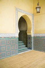 Ouverture carele (lekconcept) Tags: door morocco mausoleum meknes floortile