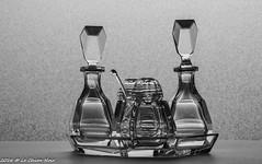 tafelsetje (LeChienNoir) Tags: monochrome canon studio blackwhite crystal zwartwit nederland kristal stel monochroom tabletopphotography lechiennoir canon5dmark3 d5m3 lechiennoirnl tafelsetje olieazijnpeperzoutmosterd