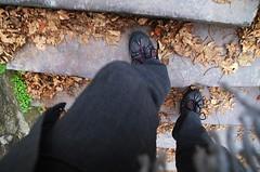 Je monte (Atreides59) Tags: atreides atreides59 cedriclafrance pentax k30 k 30 pentaxart pied foot feet pieds rue street me moi chaussures shoes urbex