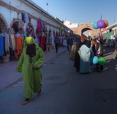 Tradition (cafard cosmique) Tags: africa street portrait portraits photography photo foto image northafrica retrato streetphotography portrt morocco maroc maghreb tradition portret enfant marruecos extrieur ritratto personnes essaouira marokko marrocos afrique