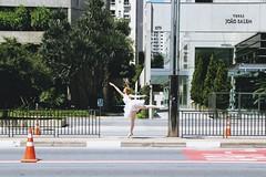 (Raquel Reis Fotografia) Tags: street brazil ballet streetart bus car brasil dance jumping ballerina saopaulo dancing redhead ruiva bailarina avenidapaulista levitate streetdance avpaulista streetballet classicballet welevitate contemporanyballet