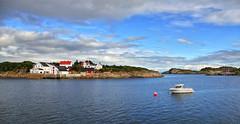 henningesvaer 8b explored (Bilderschreiber) Tags: red sea rot water norway boot islands norge meer wasser norwegen lofoten boar buoy boje buoyant henningesvaer