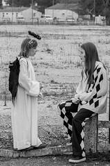les anges parlent aux fous (sapiens5) Tags: girls monochrome costume pentax ange du teen kr fte tamron filles fou fvrier 70300 mimoza 2015 olron ados dguisements noiretblancnbmonochrome