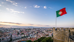 Castelo de So Jorge (_gate_) Tags: street city trip sunset people urban holiday castle art portugal de nikon europa europe sonnenuntergang lisboa flag urlaub eu sigma september jorge castelo lissabon pt 1020mm fahne so burg 2015 d5300