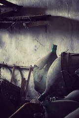 Discover the light. (dangiolellafrancesca) Tags: light shadow italy beauty composition amazing decay stillife simply oggetti bellezza followme abbandono semplicit simplysuperb