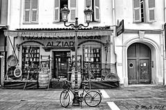 Parking (Maurizio Longinotti) Tags: street blackandwhite france bicycle nice parking negozio francia nizza biancoenero parcheggio biciclette costaazzurra