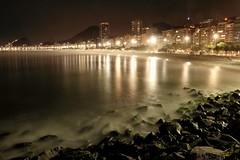 Anoitecer no Leme - Dusk at Leme (adelaidephotos) Tags: sea brazil people praia beach rio brasil riodejaneiro night mar gente dusk copacabana noite anoitecer leme mariaadelaidesilva