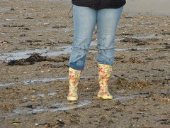 Beach fun (willi2qwert) Tags: beach wet water girl strand women wasser wave wellies watt rubberboots gummistiefel wellingtons gumboots soaked nass rainboots regenstiefel schmatzig