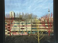 Bestickte Fotografie (Blog - hehocra) Tags: berlin mixed fotografie mixedmedia fernsehturm gebäude bunt schule gestrickt faden linien kreuzstich materialmix bestickt