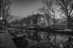 Amsterdam 9:28 am (tushte) Tags: street urban blackandwhite blancoynegro monochrome amsterdam landscape photography monocromo canal iamsterdam paisaje holanda nederlands straat amsterdamcanal tushte
