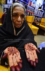 Maa showing off her mehndi (Ameer Hamza) Tags: old pakistan white hands grandmother blogger ami age dadi mehndi maa karachiwalla 2016 ppa pakistaniphotographer karachiwala ameerhamzaadhia ameerhamzaphotography buildingcomforts broadwaypizzakarachi farhankholia murtuzakholia