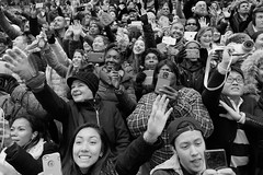Happy Selfie (frank.gronau) Tags: people white newyork black frank happy leute menschen timesquare selfie glcklich gronau schwarzweis sonyalpha7