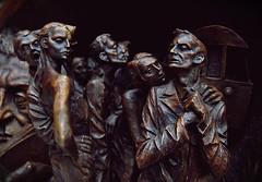 2009-11-23bf Young Couples ([Ananabanana]) Tags: life sculpture london history station bronze train nikon cross couples meeting railway social historic kings argument nightlife 1855mm 1855 drama stpancras pancras socialising paulday poignant distraught meetingpoint d40 nikonistas nikon1855mm nikonista nikon1855mmkitlens nikonafsdx1855mm