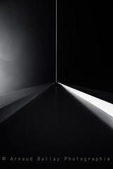 Dark beam (http://arnaudballay.wix.com/photographie) Tags: bridge france architecture pentax fineart bleu pont t blanc nantes ville graphisme sigma1020mm 2011 paysdelaloire tabarly k10d arnodil