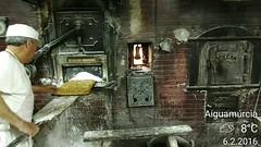 Horno de pueblo (P.Larrea) Tags: cake postres bread persona oven pan horno firewood panaderia lea oficio fundicion hornodelea