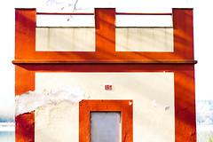 CASA 15 (Bernat Nacente) Tags: blue red sky white house lake de 50mm casa nikon f14 15 cel catalonia melody vermell catalunya mm blau nikkor 50 blanc    pla banyoles   lestany    nohdr    d7200