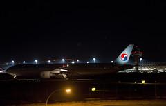 Korean Air Boeing 777-300 (HL8275) (CAUT) Tags: madrid longexposure espaa night plane noche airport spain nikon nocturnal nacht aircraft aviation flight january enero korean le airline nocturna boeing mad flughafen flugzeug aeropuerto spotting avion aviacion icn 2016 adolfosuarez koreanair b777 boeing777300 spotter d610 aerolinea largaexposicion aeropuertomadrid lemd caut madridbarajas hl8275 nikond610 ke914 koreanairkoreanairhl8275 vueloke914