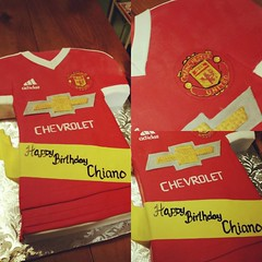 Some fun cakes this weekend, but can't share most of them yet...We can get started with this soccer jersey though! #manchesterunited #soccercake #hippiechickbakery