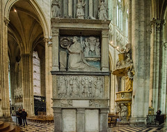 Amiens Cathedral - Statuary North Aisle (Le Monde1) Tags: france nikon cathedral unesco notredame statuary amiens romancatholic picardie picardy worldheritagecentre northaisle d7000 lemonde1