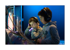 headphones, let's listen...... play...... (Istvan Penzes) Tags: family museum children dof thomas availablelight denhaag lucas handheld manualfocus thehague museon leicam9 penzes leicasummilux35mmasphfle