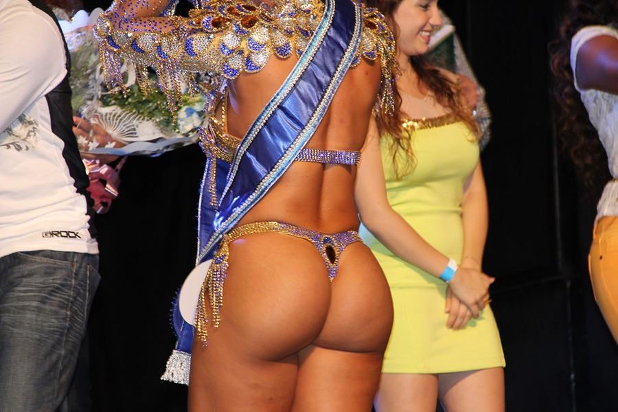 Nude brazilian sylvia nerd gamer girl