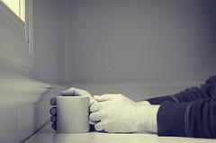Por la maana... (Graella) Tags: people man cup breakfast hands retrato manos bn mans protrait esmorzar desayuno taza proyecto 52semanas