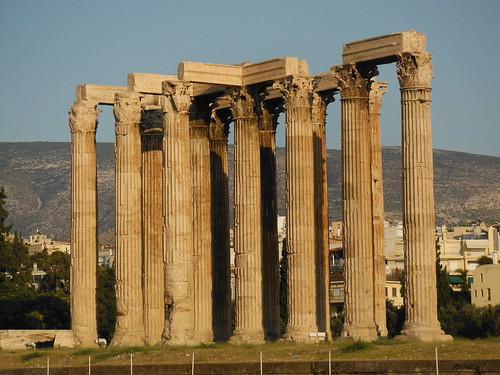 "Templo de Zeus, Atenas <a style=""margin-left:10px; font-size:0.8em;"" href=""http://www.flickr.com/photos/141744890@N04/26261439571/"" target=""_blank"">@flickr</a>"