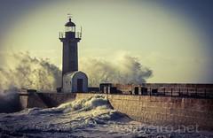 Farolim de Felgueiras (vmribeiro.net) Tags: lighthouse portugal geotagged sony porto farol tamron prt fozdodouro a350 tamronaf18200mmf3563xrdiiildasphericalif geo:lat=4114747641 geo:lon=867462069