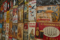 Dart for a Guiness (mistigree) Tags: plaque toucan market londres angleterre portobello guiness march nottinghill mtal portobellomarket marchauxpuces