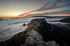 Sierra de la Almijara (S. Robles) Tags: sunset clouds atardecer granada nubes jete almuecar pichacho mardenubes almijara seacloud itrabo carreteradelacabra bodijar