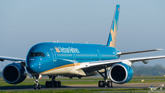 Airbus A350-900 Vietnam Airlines VN-A886 (rouerjb) Tags: airplane airport vietnam airbus spotting cdg vietnamairlines lfpg a350