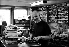 le magasin de livres d'occasion de Daniel … (JJ_REY) Tags: leica bw france film analog kodak trix books nb alsace m3 livres argentique borderfx
