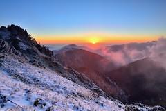 合歡山~夕照雪景~  Snow sunset (Shang-fu Dai) Tags: sunset snow clouds landscape nikon taiwan 南投 夕陽 20mm formosa 台灣 雪 風景 雪景 合歡山 雲海 hehuan d600 戶外 仁愛鄉 主峰 af20mmf28d 3416m