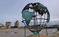 La Rochelle, quai Saint Jean d' Acre (thierry llansades) Tags: lanterne port tour 17 larochelle tours maison plage charente patrimoine poitou anse saintonge charentes poitoucharentes tourdelalanterne aunis kreebs