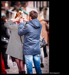 aiuti di coppia (magicoda) Tags: blue venice light red italy woman black color sexy feet water strange hair canal photo donna nikon couple italia colore foto photographer legs emotion blu candid panty hose help voyeur barefoot spy passion wife upskirt reality fotografia dslr redhair acqua rosso venezia pantyhose nero luce sanmarco canale fotografo coppia gambe capelli calze passione veneto d300 2016 collant aiuto realt emozione magicoda davidemaggi maggidavide