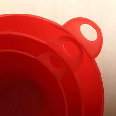 Red Cups #1 (honiigsonne) Tags: red rot cup indoor bowl dishes schssel marcro tableware schrfentiefe geschirr plastik kunststoff schsseln einfarbig minimalistisch minimalismus