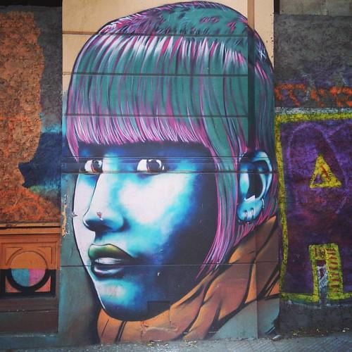 A esta canta la encuentran en Compañía #grafitti #art #streetart #urbanart #santiago #chile