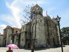 "Oaxaca: la Cathédrale Notre-Dame de l'Assomption <a style=""margin-left:10px; font-size:0.8em;"" href=""http://www.flickr.com/photos/127723101@N04/25336529490/"" target=""_blank"">@flickr</a>"